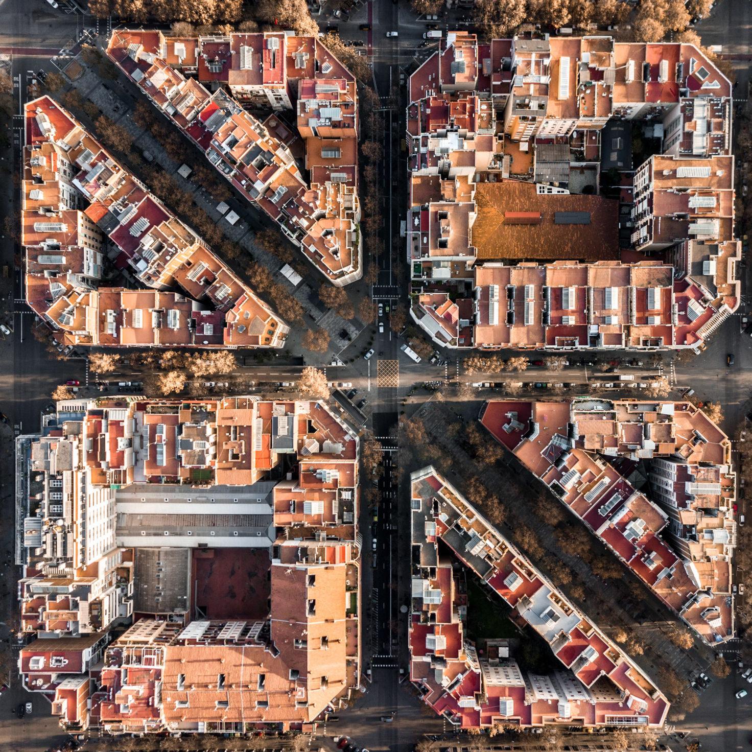 MartonMogyorosy Barcelona WirePrime 04 - Barselona'nın Kıyı Şeridine Havadan Bakış: Büyüleyici Geometrik Desenler