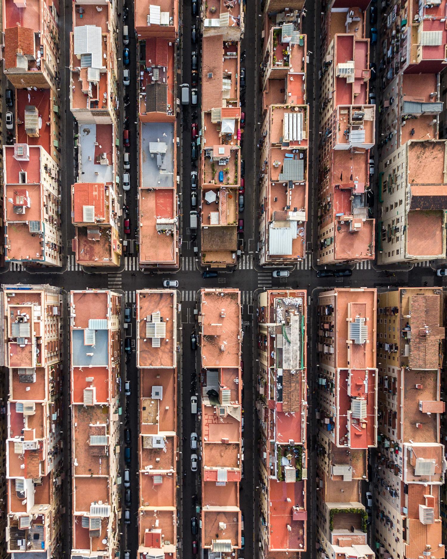 MartonMogyorosy Barcelona WirePrime 06 - Barselona'nın Kıyı Şeridine Havadan Bakış: Büyüleyici Geometrik Desenler