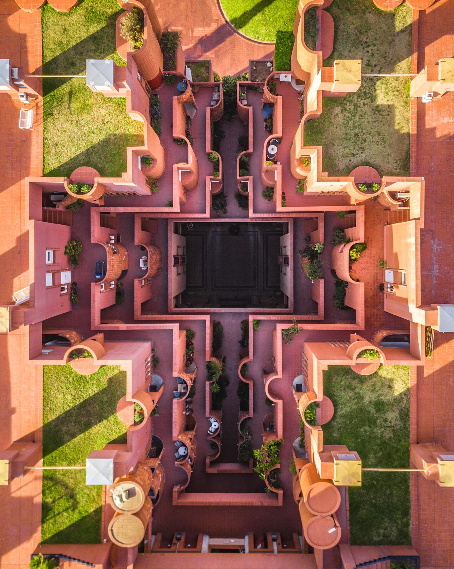 MartonMogyorosy Barcelona WirePrime 07 - Barselona'nın Kıyı Şeridine Havadan Bakış: Büyüleyici Geometrik Desenler